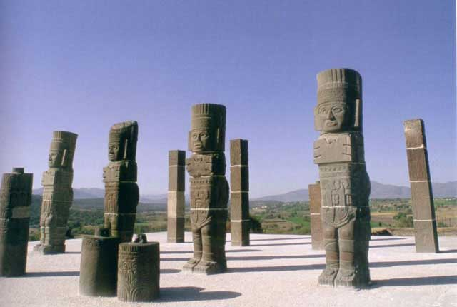 Toltec statues similar to those at Easter Island